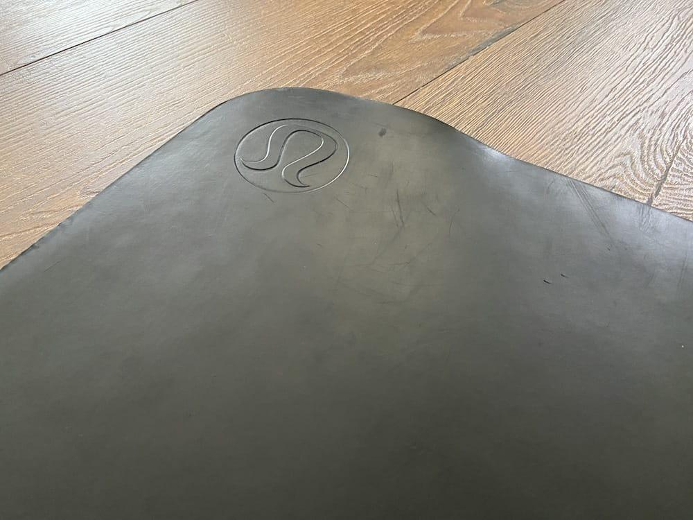 close up of the lululemon mat